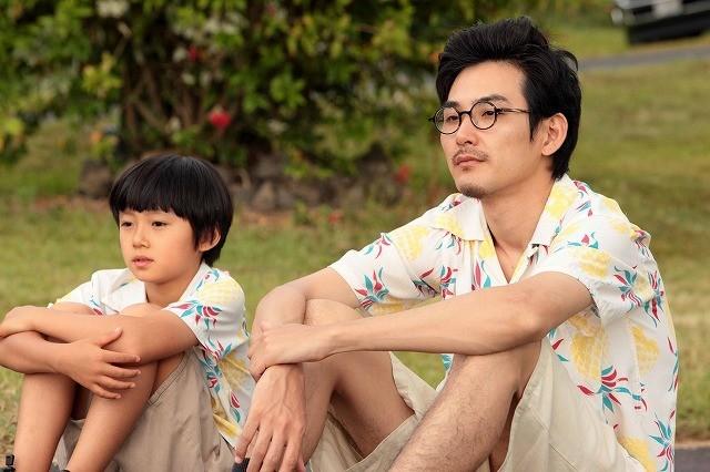 松田龍平、ハワイで戸惑うダメ大人に 「ぼくのおじさん」特報完成!