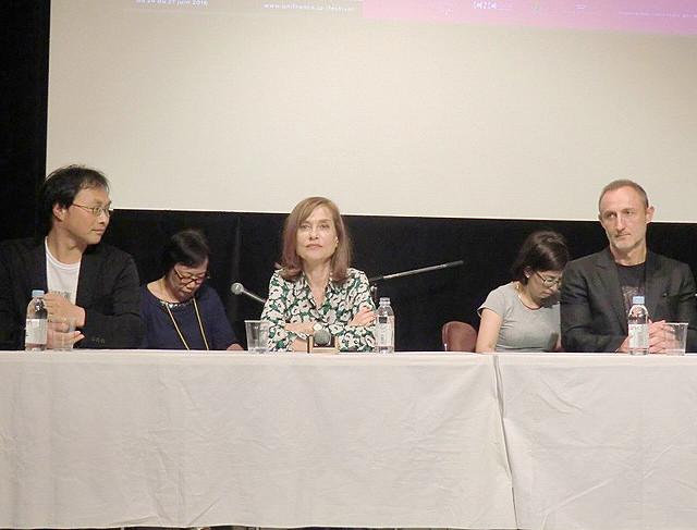 イザベル・ユペール、深田晃司監督「淵に立つ」を「豊かで哲学的な作品」と賞賛