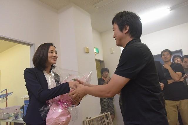 吉田羊、初主演ドラマ「コールドケース」がクランクアップ!「ライフワークに」と続編希望