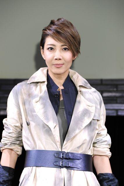 柚希礼音が女優として初のミュージカル「バイオハザード」でゾンビに闘志!