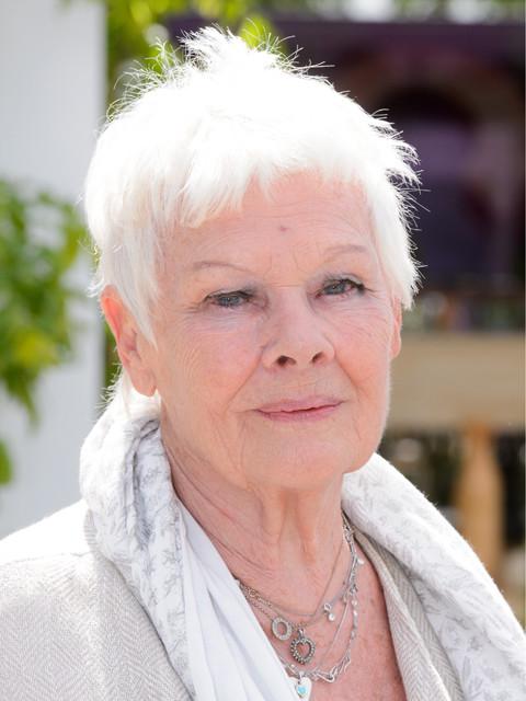 ジュディ・デンチ、81歳の誕生日祝いに初めてのタトゥー
