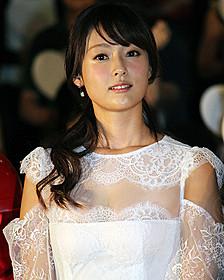 白の女王の声優を務めた深田恭子「アリス・イン・ワンダーランド」