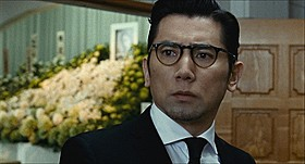 子どもとの交流で心動かされる幸夫を演じた本木雅弘「永い言い訳」