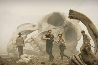 トム・ヒドルストン主演「コング:スカル・アイランド」来年3月公開!巨大ドクロもお披露目
