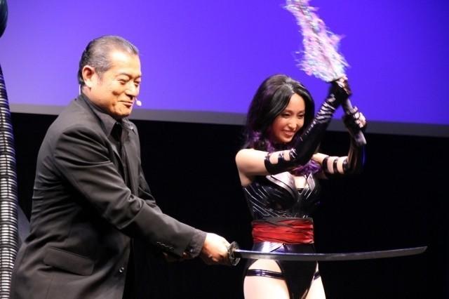 "「X-MEN」声優・松平健、""部下""吉木りさの衣装がセクシーすぎて目を合わせられず?"