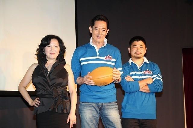 山下真司とラグビー日本代表の田中史朗選手、 主題歌「ヒーロー」を担当した麻倉未稀
