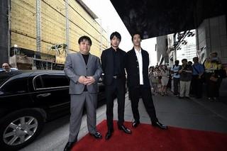 モントリオールで舞台挨拶を行った(左から) 錦織良成監督、青柳翔、小林直己「たたら侍」