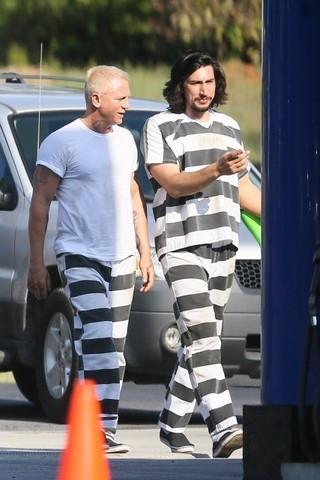 ダニエル・クレイグ、プラチナブロンド&タトゥーの囚人に変身!