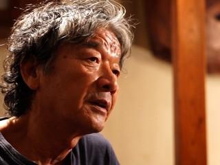 """椎名誠、行きつけの居酒屋でビール片手に""""ほろ酔い""""映画談議"""