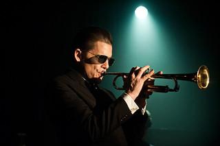 """""""ジャズ界のジェームズ・ディーン"""" チェット・ベイカーをイーサン・ホークが体現「ブルーに生まれついて」"""