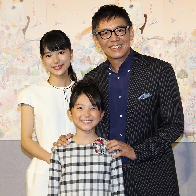 会見に臨んだ芳根京子、生瀬勝久、 子役の渡邉このみちゃん