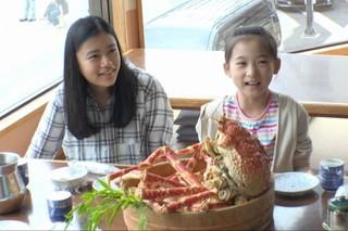 杉咲花、宮沢りえとタカアシガニに舌鼓!「湯を沸かすほどの熱い愛」メイキング公開