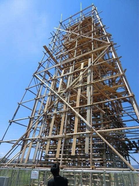川俣正が大安寺で制作した「足場の塔」