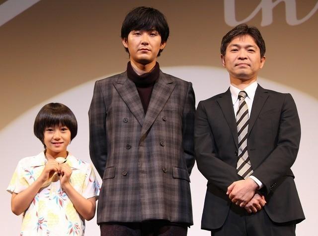 舞台挨拶に立った(左から)大西利空くん、 松田龍平、企画・脚本の須藤泰司