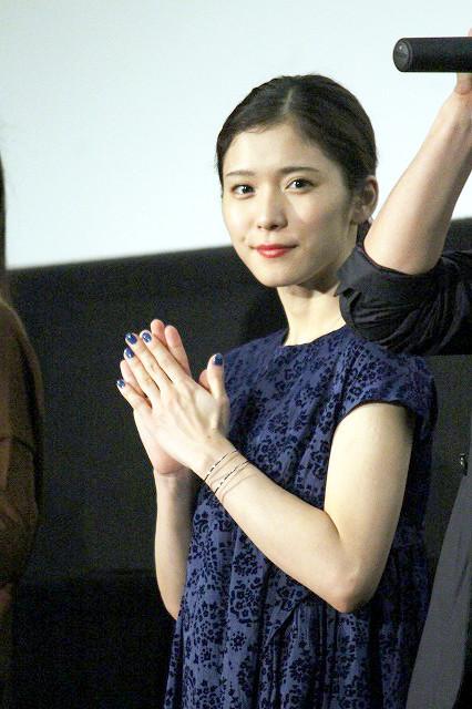舞台挨拶に立った松岡茉優