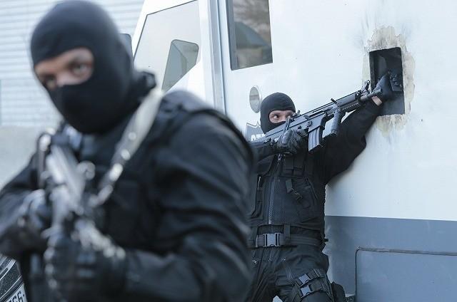 武装強盗VS凶悪ギャング!「ザ・クルー」緊迫のバトルシーンとらえた場面写真&予告編