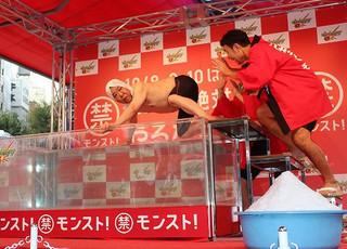 ダチョウ倶楽部、渋谷109で公開熱湯風呂