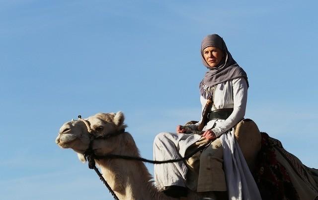 「アラビアの女王 愛と宿命の日々」の一場面