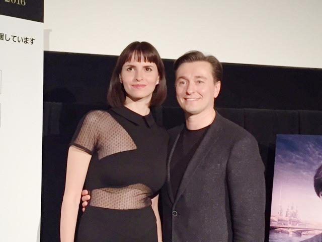 天才バレエダンサー演じたロシアの人気俳優、妻の美人監督を前に愛妻家宣言