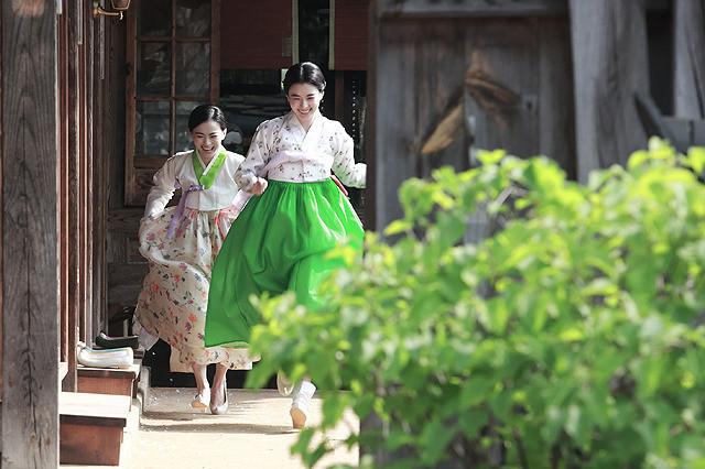 ハン・ヒョジュらが 歌姫を演じる「愛を歌う花」