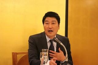 10年ぶりの来日! ソン・ガンホ「弁護人」新進監督の情熱に感銘