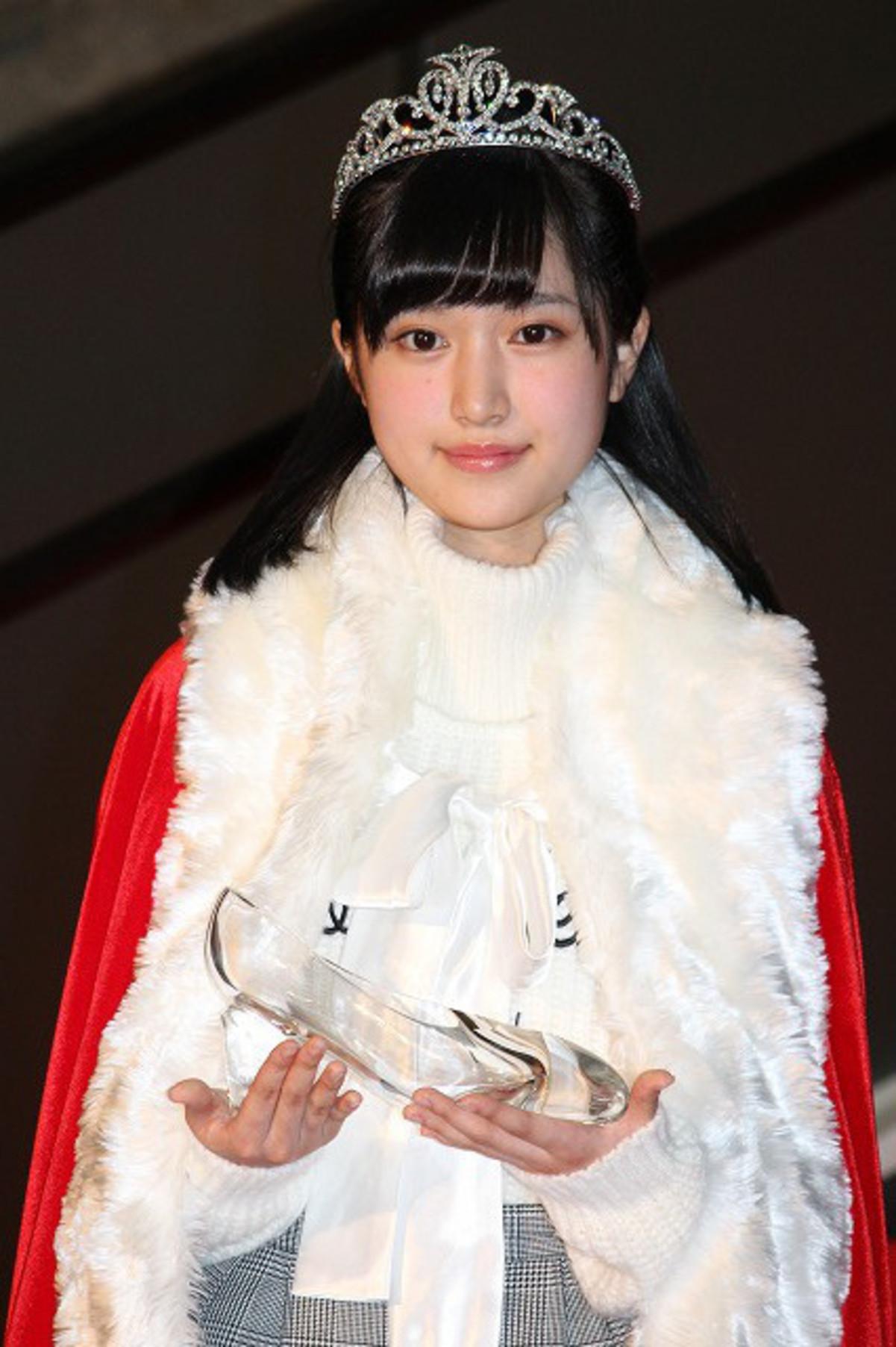 第8回東宝シンデレラ、グランプリは大阪出身の15歳・福本莉子! : 映画ニュース - 映画.com