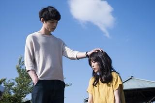 miwa&坂口健太郎がキス寸前! 「君と100回目の恋」場面写真公開