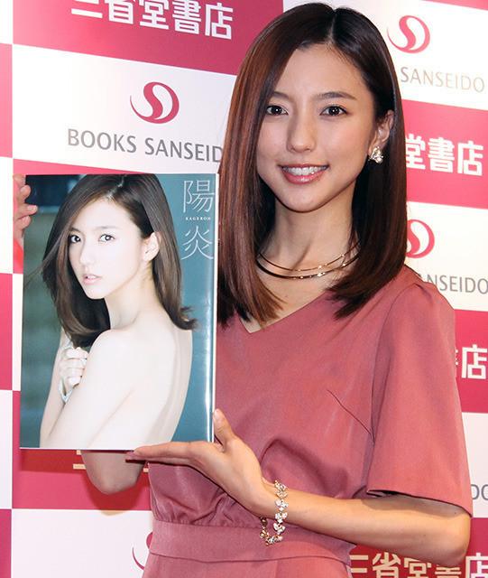 真野恵里菜、10周年記念写真集を機にさらなる飛躍期す「また新たなスタート」 - 画像3