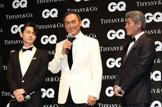 授賞式に出席した渡辺謙(中央)と 菅田将暉(左)、吉川晃司