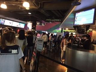 【世界の映画館めぐり】平日でも大行列! 台湾最大級のシネコンで「君の名は。」を見る