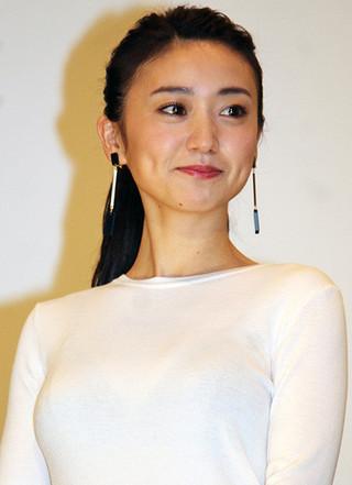 大島優子、セクシー衣装に鼻の下のばすムロツヨシを一喝「チラッチラ見てんな」