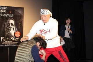 """""""日本最強の老人""""アニマル浜口、めちゃくちゃな論理で観客の笑い誘う"""