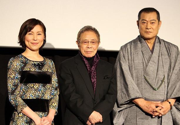 初日挨拶に登壇した(左から) 水町レイコ、北島三郎、松平健