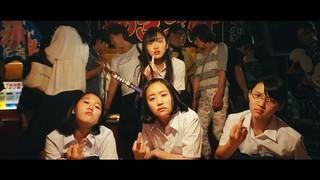 女子中学生がプールに金魚400匹を放つ!「バースデーカード」