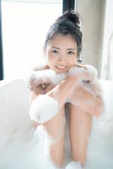 若手注目女優・水谷果穂、泡風呂に初挑戦!セカンド写真集で「成長した姿を見て」