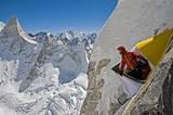 標高6100メートルの岸壁で空中キャンプ!?「MERU」過酷な登頂の裏側をとらえた未公開映像入手