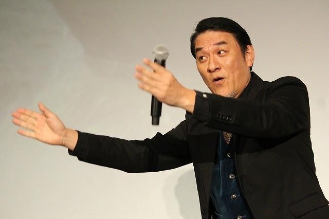 岡田准一、観客600人の社歌合唱に叱咤激励「腹から声出さんかい!」