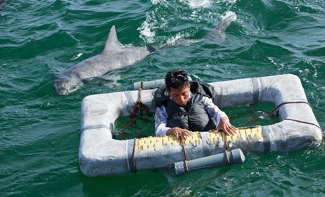 漂流者が人食いザメの餌食に… N・ケイジ主演「パシフィック・ウォー」特別映像披露
