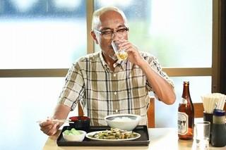 竹中直人が真昼からビールを堪能