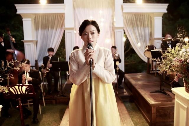 ハン・ヒョジュとチョン・ウヒが歌声披露「愛を歌う花」メイキング&インタビュー映像公開