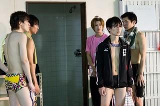 松田凌、濡れ髪&水着姿を披露 「男水!」劇中カット一挙公開