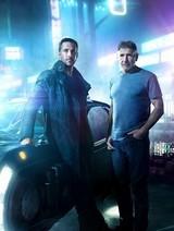 新旧捜査官が肩を並べる「ブレードランナー 2049」ビジュアル&H・フォードらの重要証言を入手!