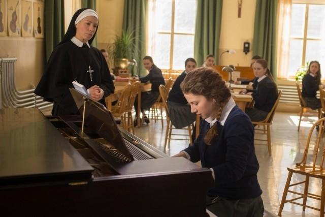 美少女ピアニストがバッハの名曲をジャズアレンジすると?「天使にショパンの歌声を」本編映像