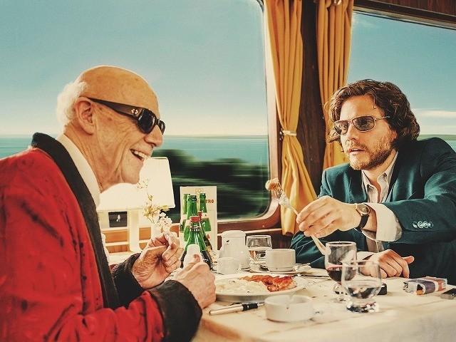 盲目の画家と青年のロードムービー「僕とカミンスキーの旅」4月公開
