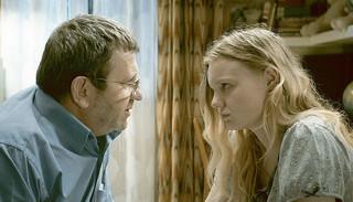 カンヌ映画祭監督賞受賞作「エリザのために」緊張の本編シーン映像公開