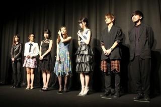 足立梨花、「Seventeen」専属モデル・江野沢愛美の「ゲス顔がすごかった!」