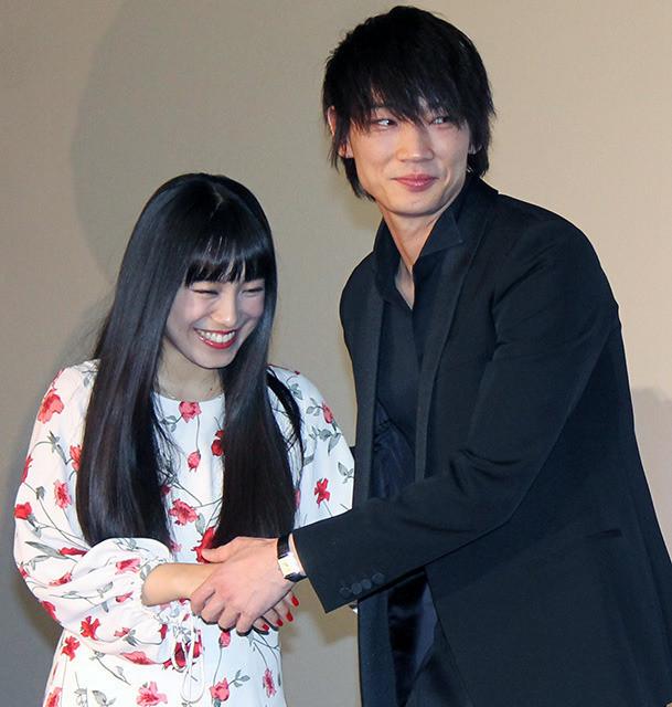 綾野剛、後輩miwa&坂口健太郎の誕生日サプライズに感激「ますます好きになりそう」