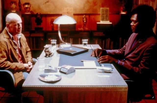 「アンブレイカブル」(2000)の一場面
