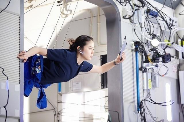 宇宙飛行士役の長澤はワイヤー撮影に挑戦!