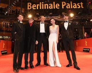 青柳翔、ベルリン映画祭レッドカーペットに登場! SABU監督のコンペ出品作で